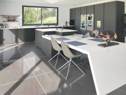 table cuisine sur mesure pierre acrylique Villepinte